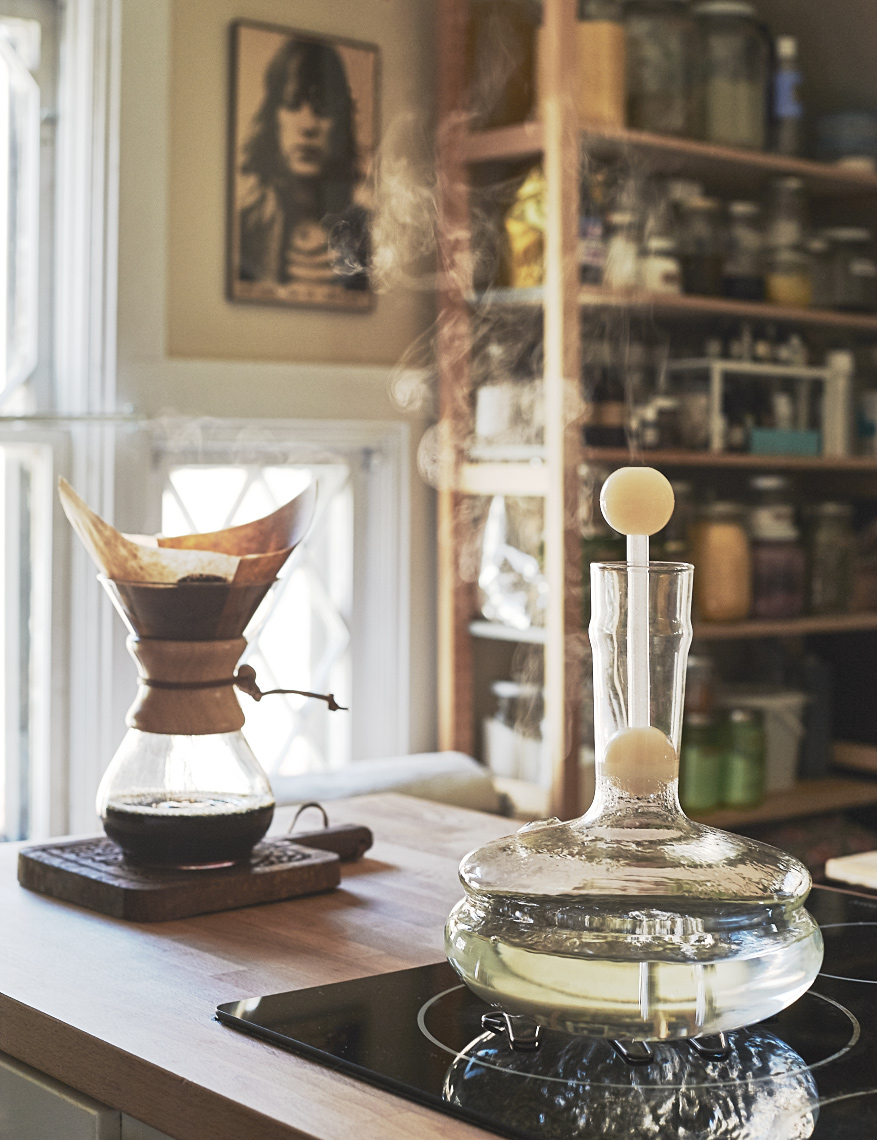chemex coffee brewing with chemex glass kettle on stove